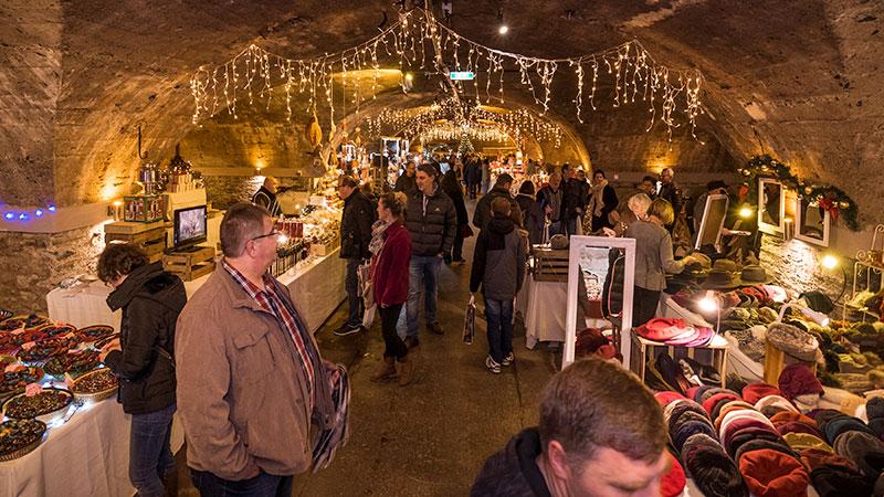 Julemarked inne i en borg i Traben-Trarbach.