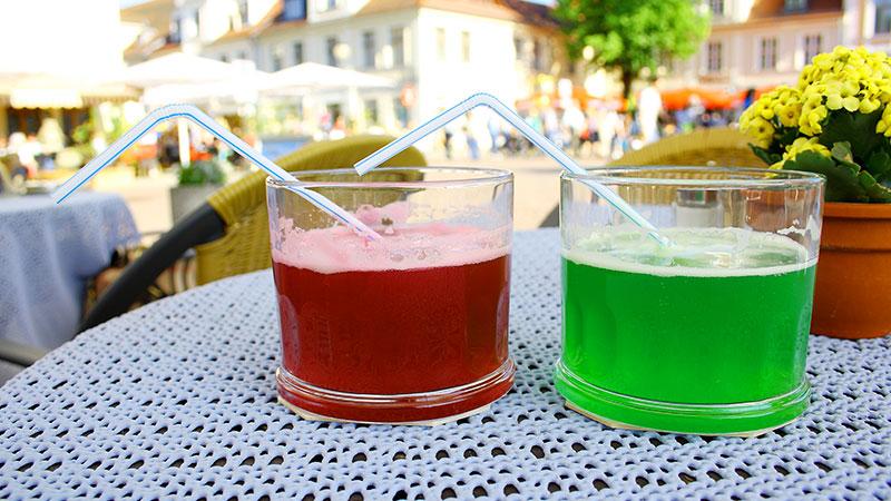 Rød og grønn Berliner Weisse i 2 glass
